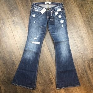 *BNWT* abercrombie The Ashley Distressed Jeans 14
